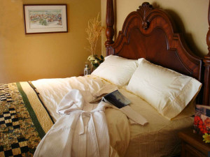 Four-post bed in Country Ridge B&B in Oyama BC